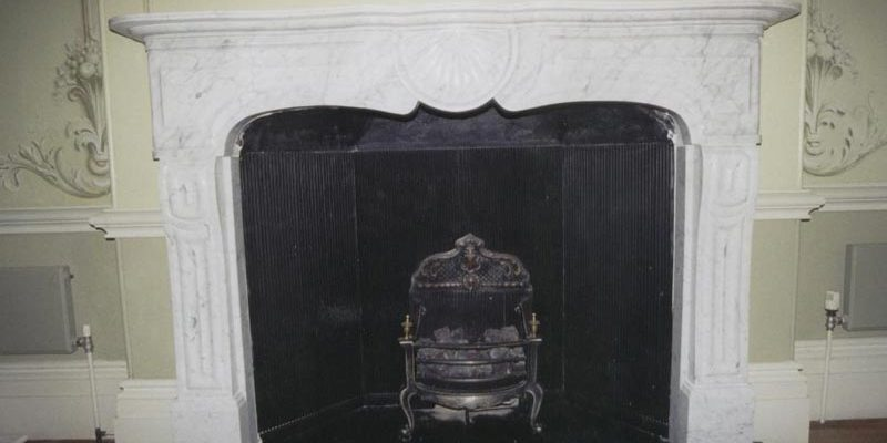 Marble fireplace sorround