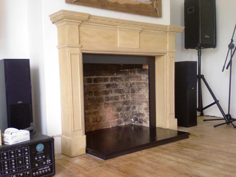 Fireplace sorround