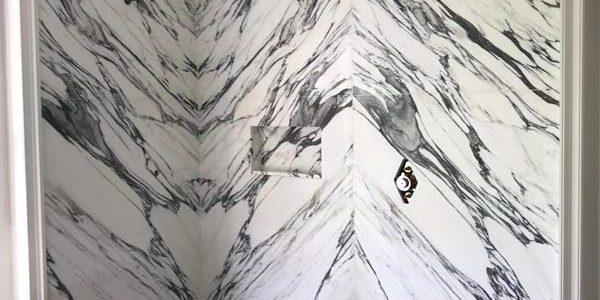 Walk-in shower in arabasaca marble