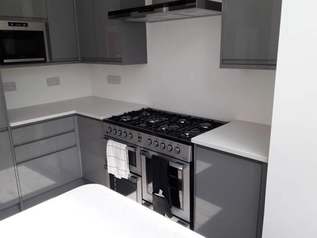 White Mirror Quartz Kitchen Worktop